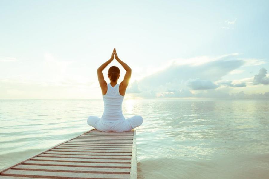 Tumore al seno, yoga e ricette per tornare alla vita